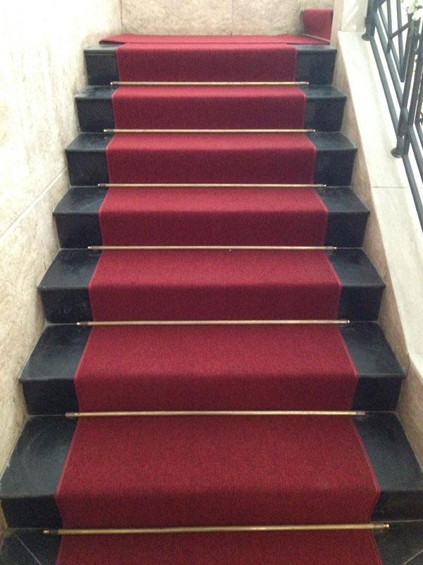 Thảm trải sàn BH màu đỏ