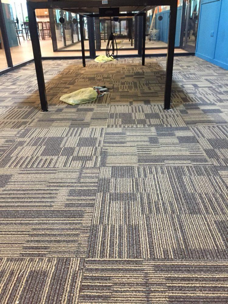 Thảm tấm văn phòng đế cao su